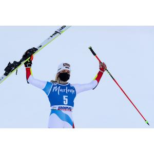 Lara Gut-Behrami races to the podium in the Giant Slalom