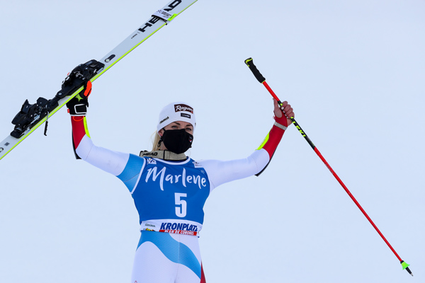 Lara Gut-Behrami races to the podium in the Giant Slalom