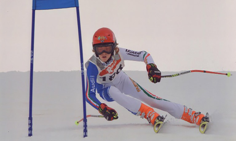 Jannik Sinner skiing