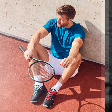 Men clothed with HEAD Club Collection 2020 and Gravity Racquet