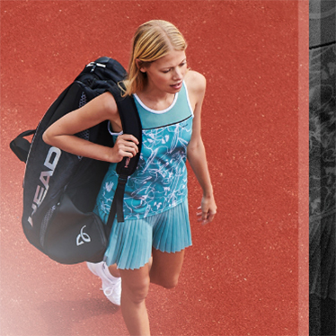 Woman clothed with HEAD Club Collection 2020 and HEAD Tennis Bag
